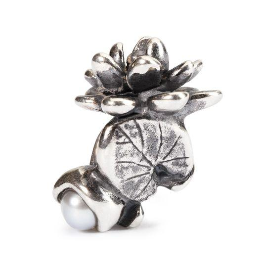 Silver charm bead featuring a  waterlily flower and pearl for the month of July to fit a Trollbeads bracelet