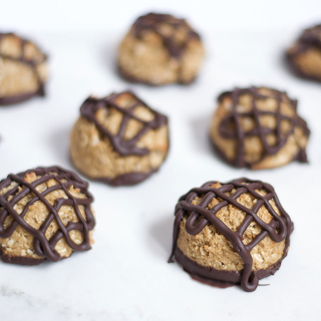 Chocolate drizzle coconut macaroons