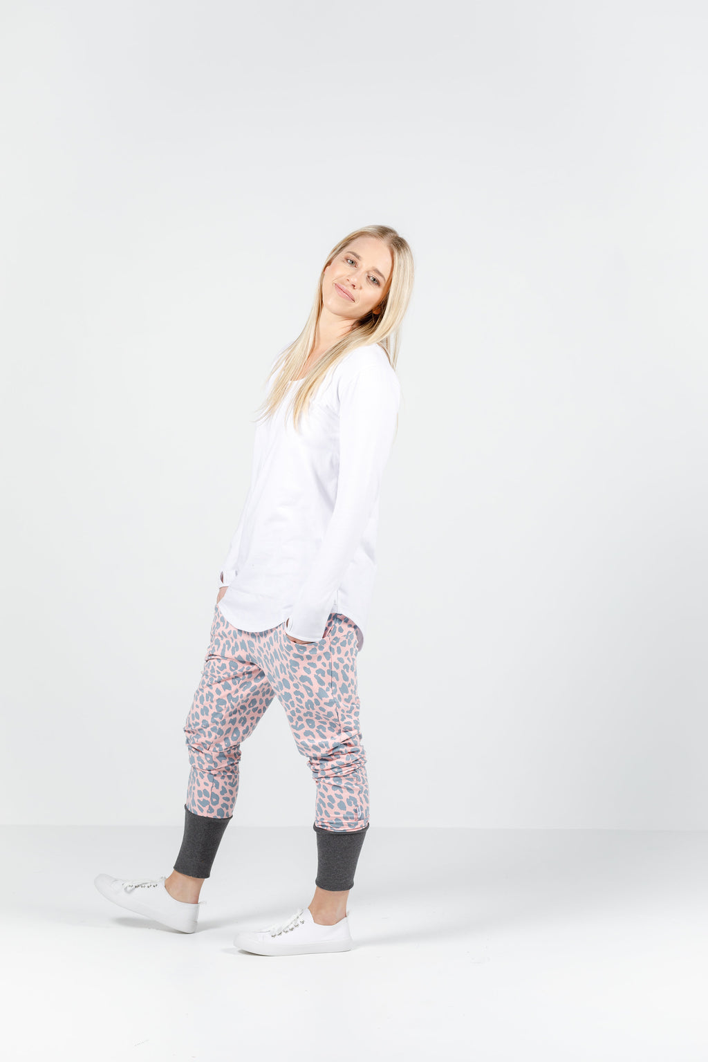 APARTMENT PANTS - WINTER - Pink/Grey Leopard print