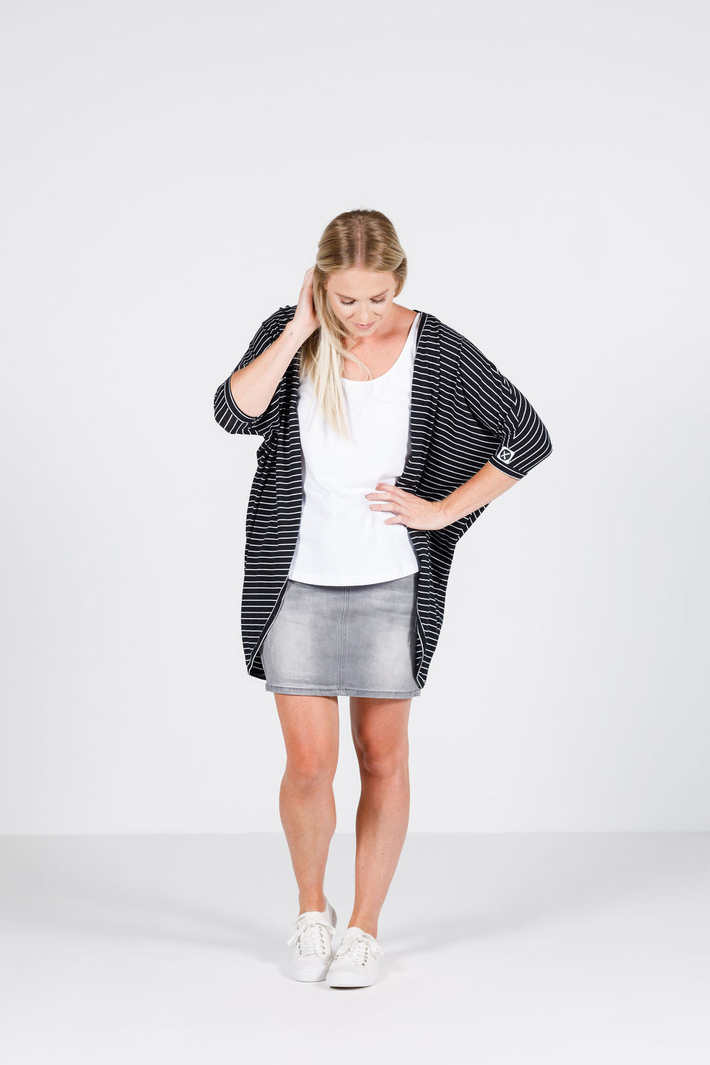 SUMMER KIMONO - Black with thin white stripes