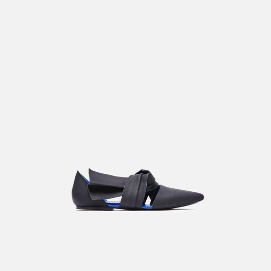 Pointy Toe Flat with Tie - Black