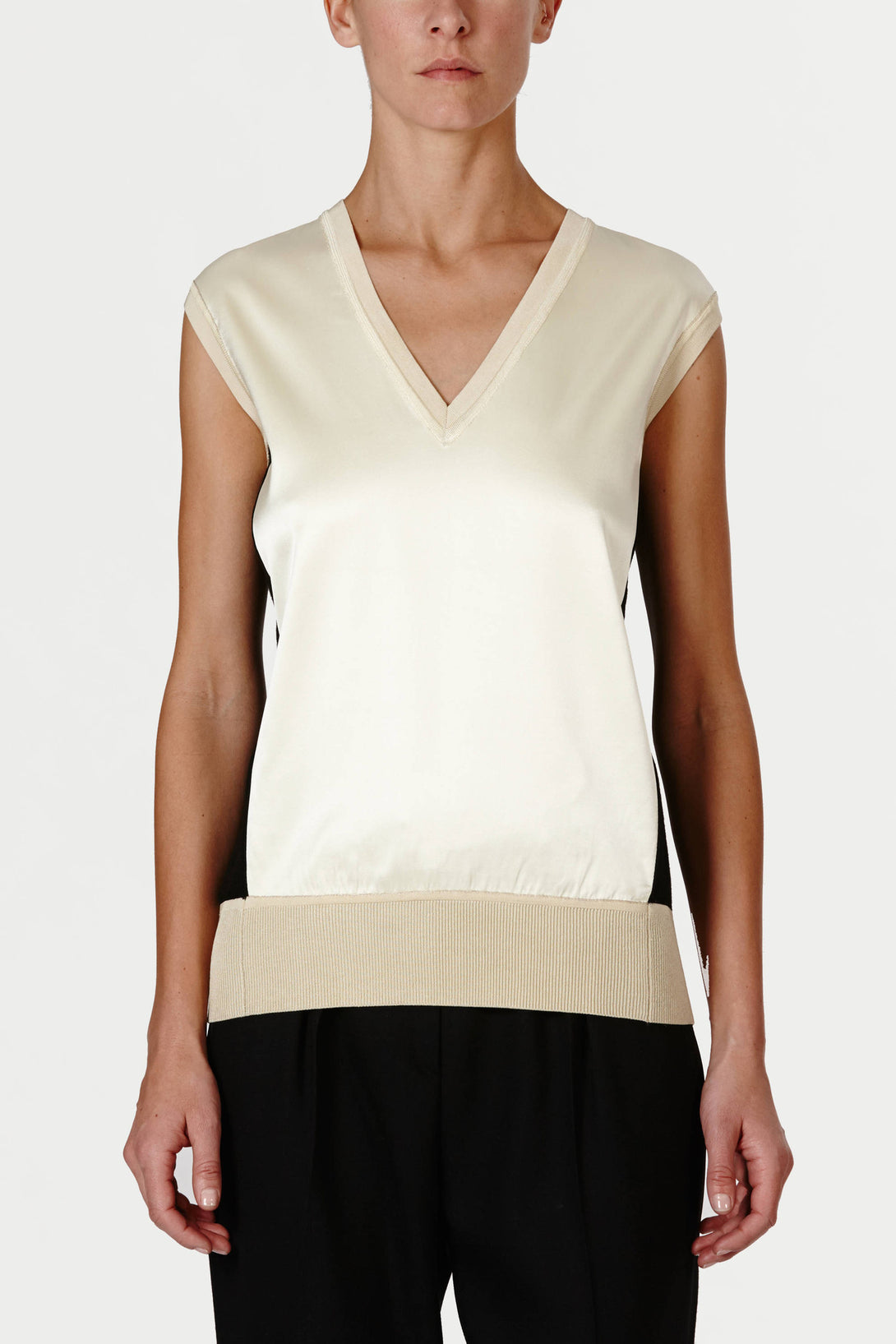 Sleeveless V-Neck - Black/Bisque