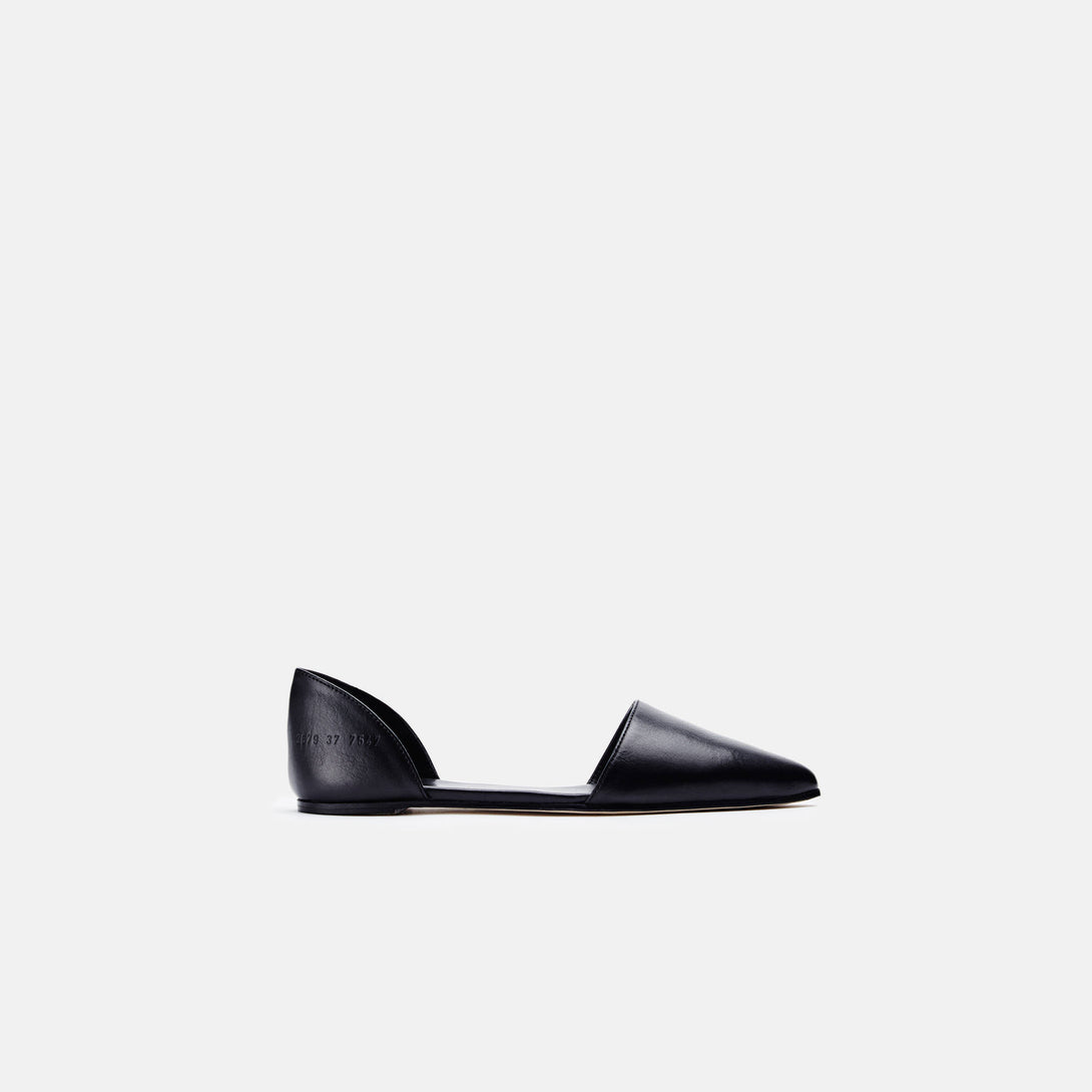 Flat Sandal in Leather - Black