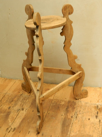 Antique scalloped-leg tripod table, pine