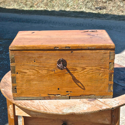 Antique tabletop document box with oval lock plate, pine