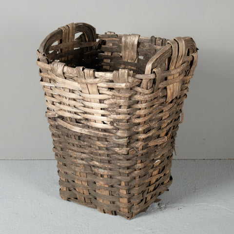 "Antique chestnut bark ""vendimia"" basket"