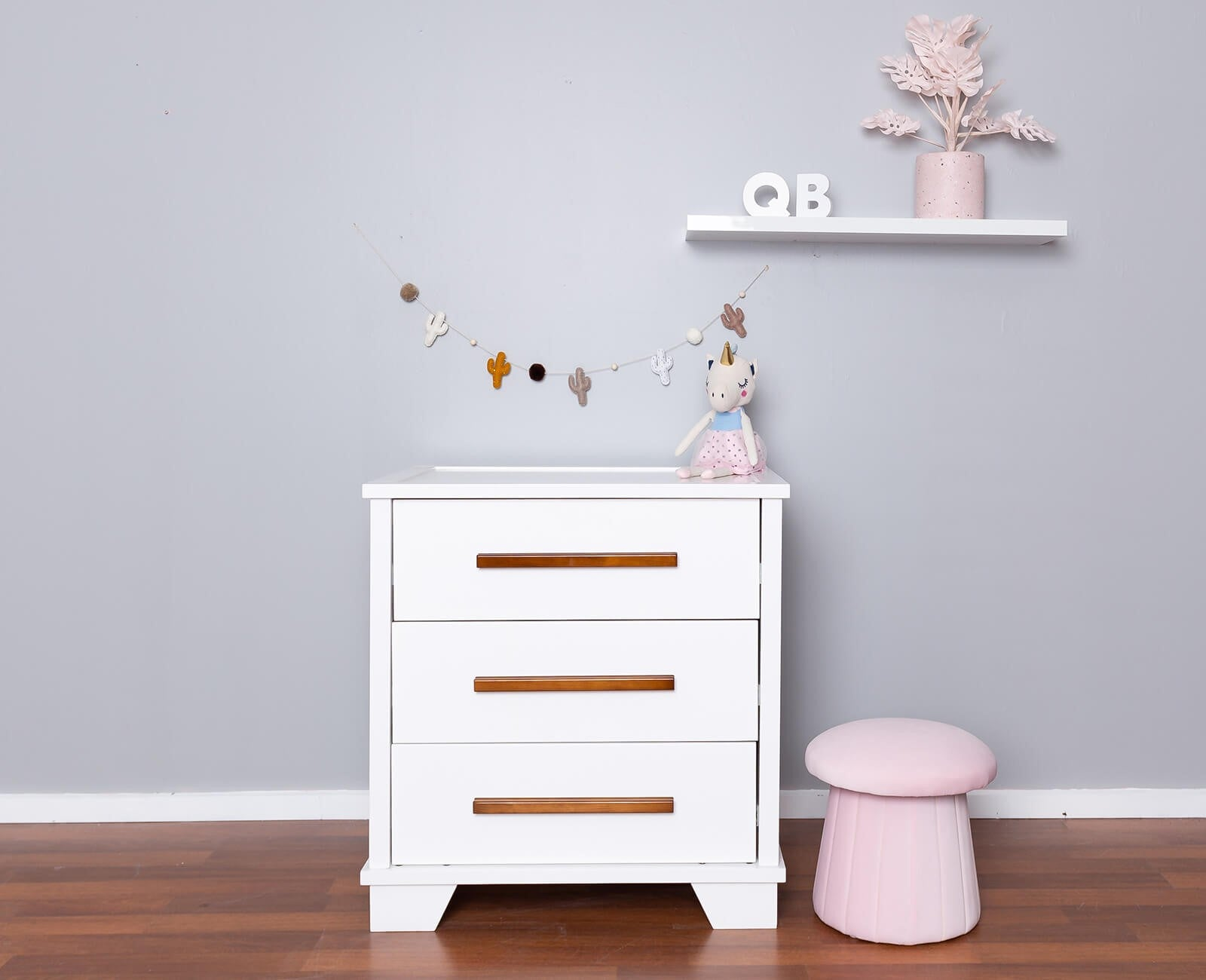 Strathmore 3 Drawer Chest with Oak or White Wooden Handles