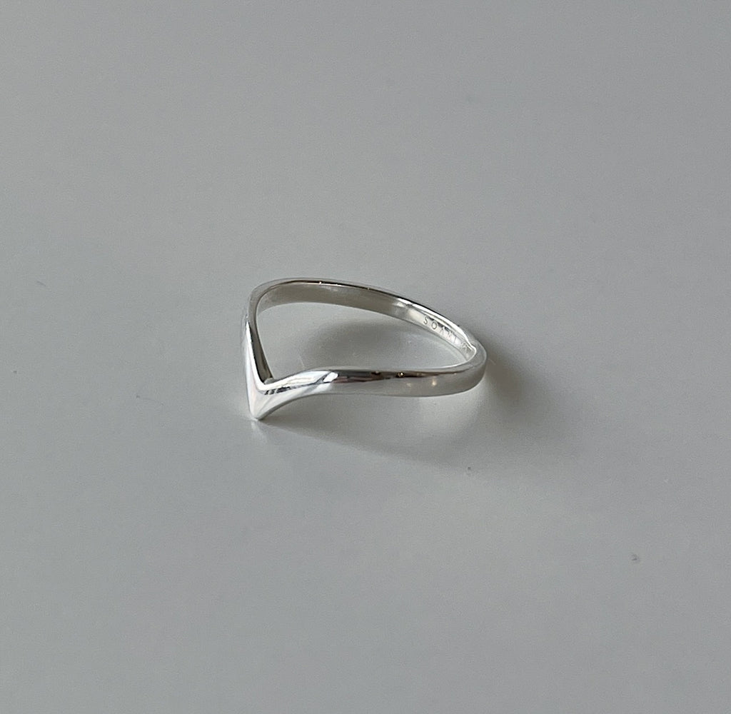 VERA V-Shaped Ring