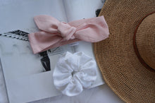 WOMANS FRENCH LINEN TOPKNOT & SCRUNCHIE GIFT SET