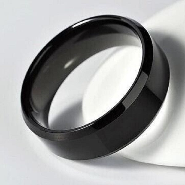 Men's ring made of blackened metal.