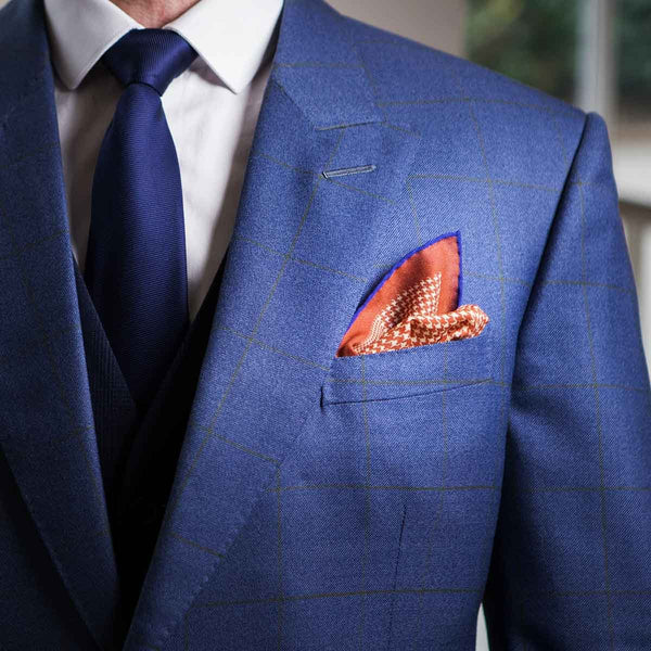 e7537b413343 One of the most common ways to match a pocket square and tie is to use the  colour wheel and go for the opposite ends of the spectrum.