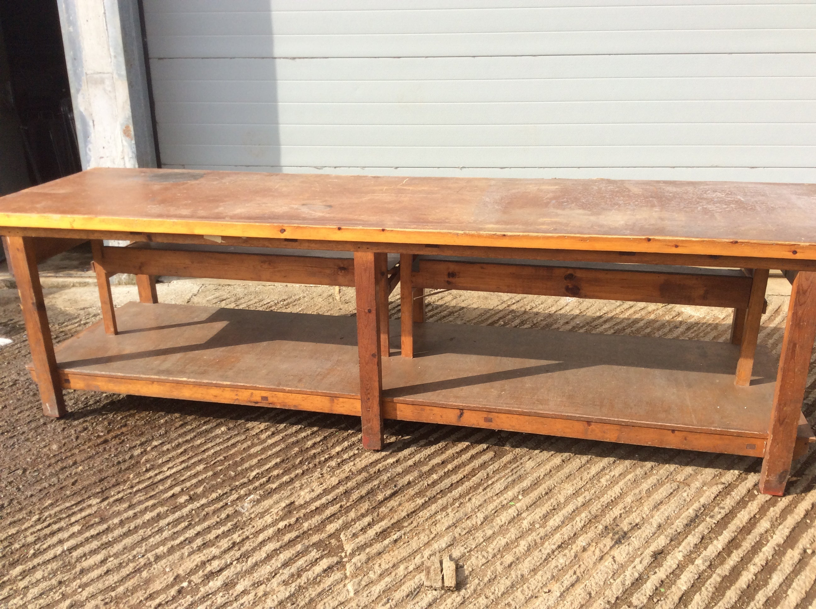 Wooden work / assembly bench