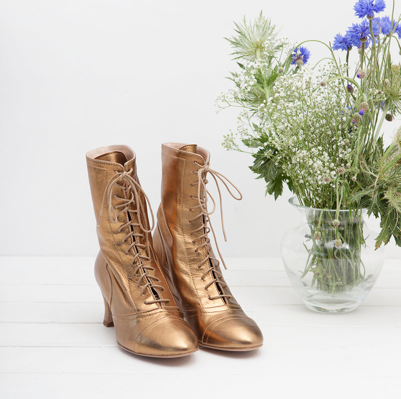 Frida lace up ankle boot, bronze.
