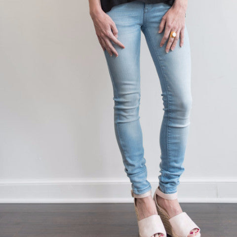 Mid-Rise Light Wash Skinny Jean