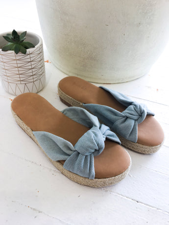 Superb Twist Sandal in Chambray