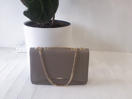 Accordion Chain Tote in Taupe