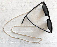 Load image into Gallery viewer, Betsy Convertible Chain for Sunglasses or Mask