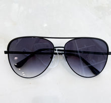 Load image into Gallery viewer, Daisy Aviator Sunglasses