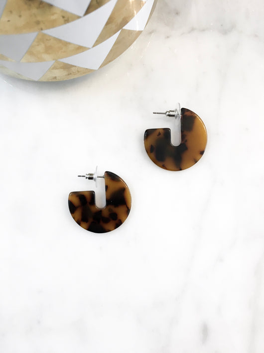 Chubby J Earrings in Tortoise