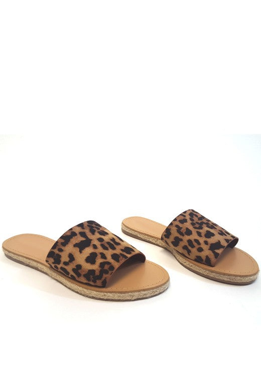 THE CUTEST OF ALL LEOPARD SLIDES