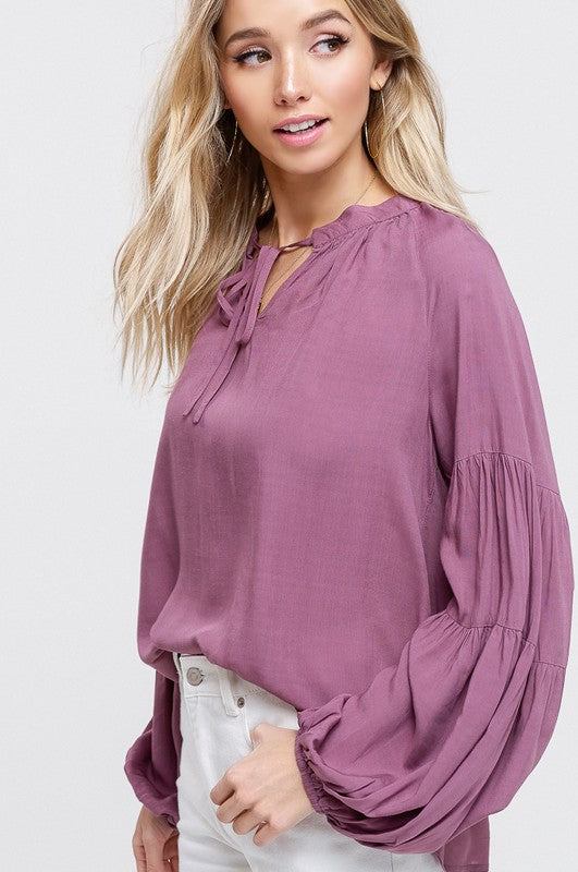 PRETTY IN PLUM BALOON SLEEVE TOP