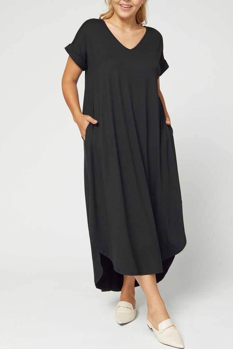 CURVY AUTUMN BREEZE BLACK MAXI DRESS
