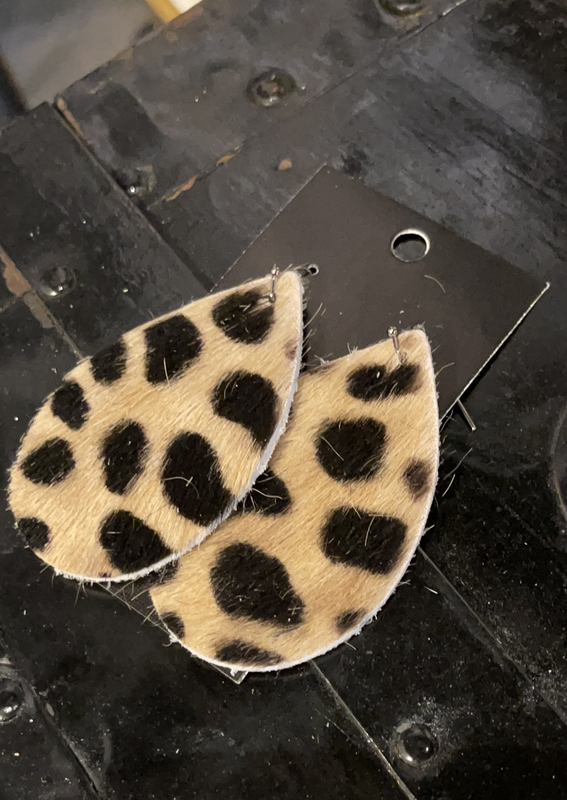LEATHER EARRINGS - Cheetah