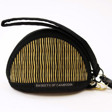 11-9CL Clamshell Shape Coinpurse/Keychain Holder with Wristlet