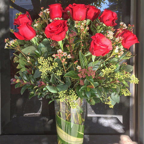 MV16 - Classic Red Roses