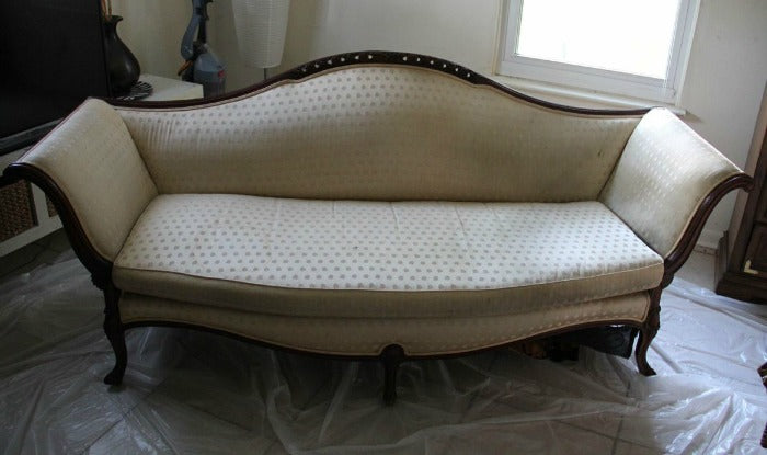 Cream vintage sofa on astralriles.com