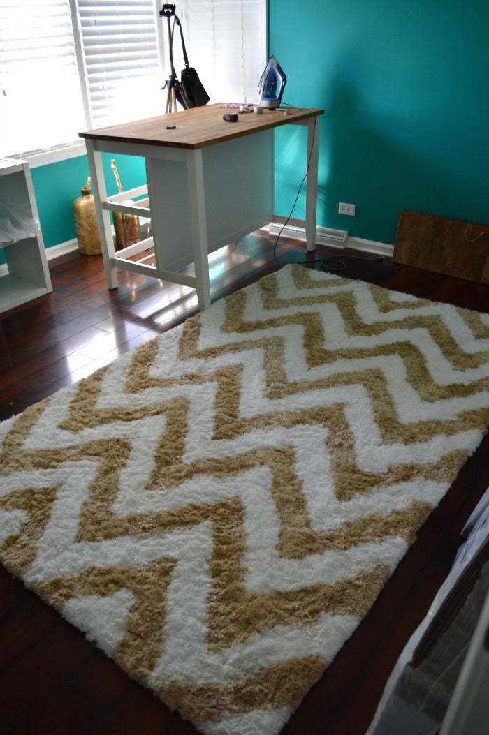 chevron rug - craft room redesign on astral riles