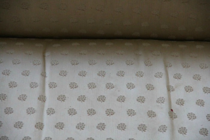 fabric closeup - Cream vintage sofa on astralriles.com