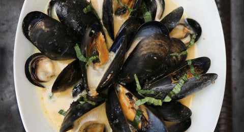 Drunken Mussels with Bacon Jam