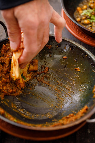 How to eat a balti