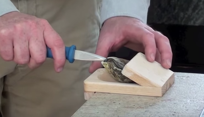 Merry Oysters - Shucking with the Clamp