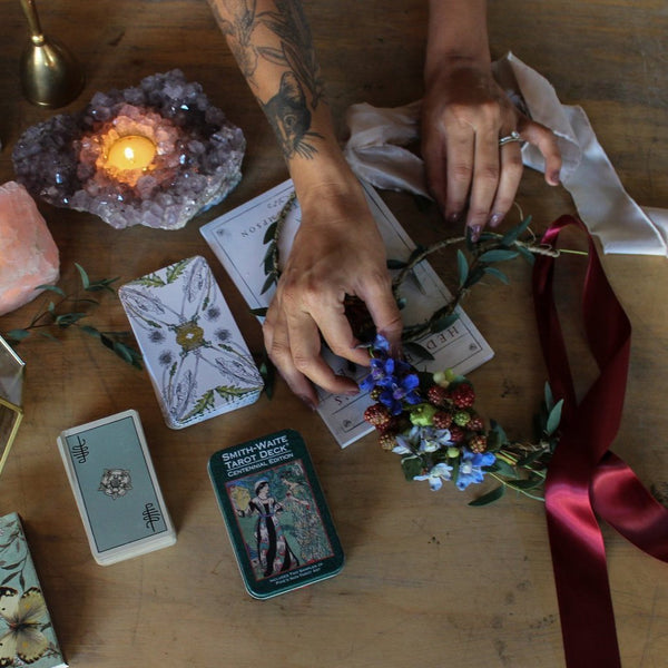 FLOWER CROWN MAGIC AND TAROT