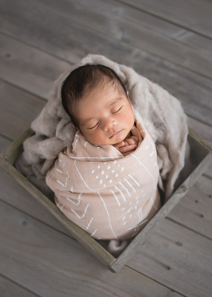 LUXE MUSLIN SWADDLE - ALMOND MUDCLOTH