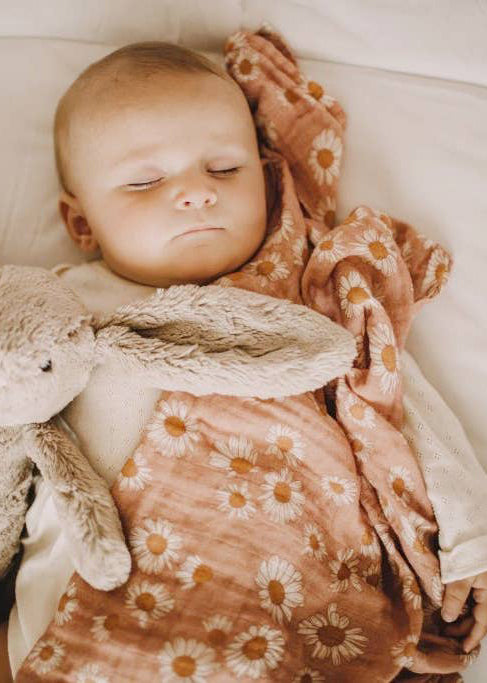 FLORAL DAISY BABY SWADDLE - BLUSH
