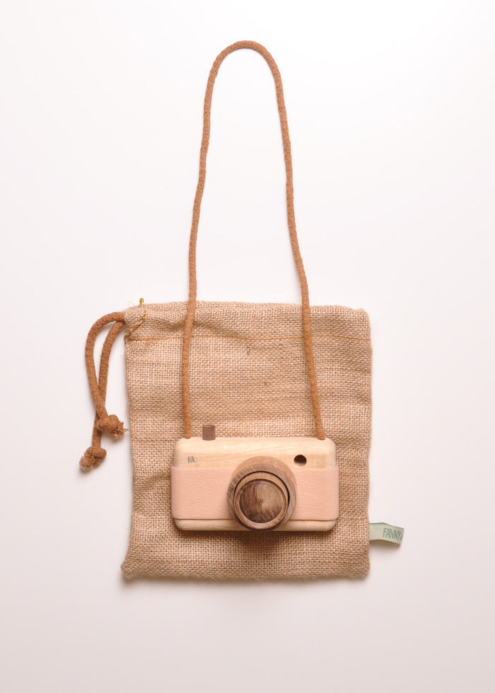 WOODEN ZOOM CAMERA - PINK