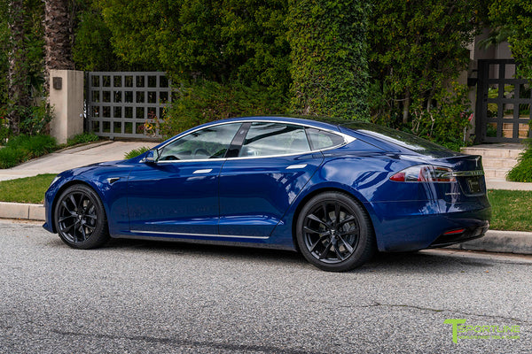 Deep Blue Metallic Tesla Model S with 20