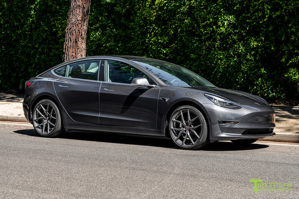 Midnight Silver Metallic Tesla Model 3 with 20
