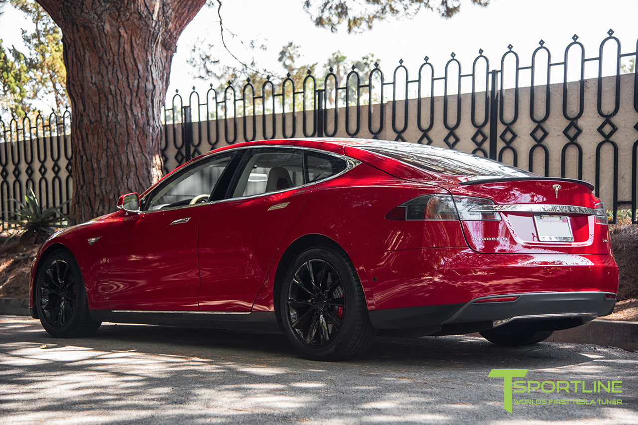 "Red Model S 1.0 with 19"" TST Tesla Wheel in Gloss Black"