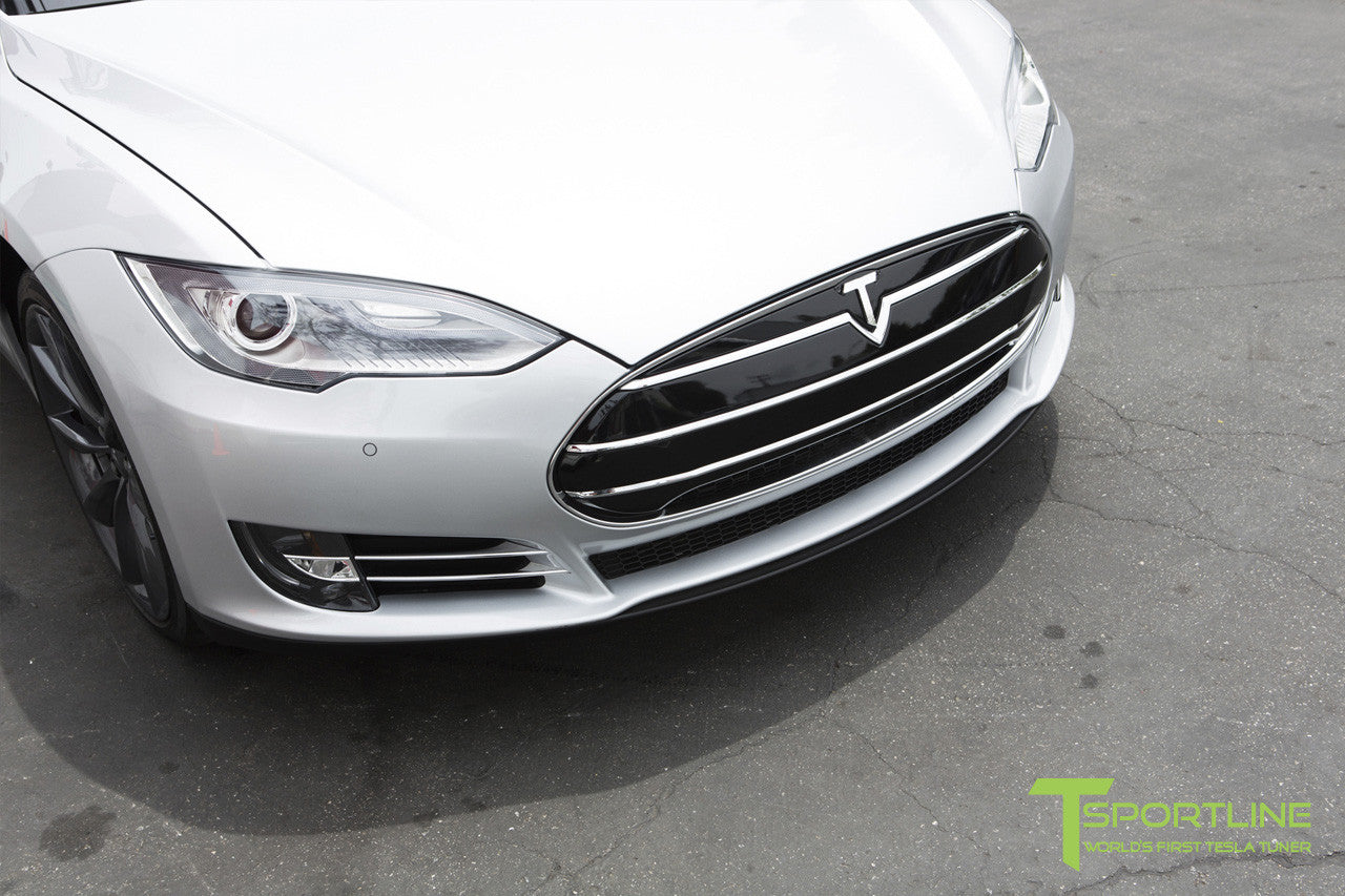 White Tesla Model S 1.0 with Nosecone Grille