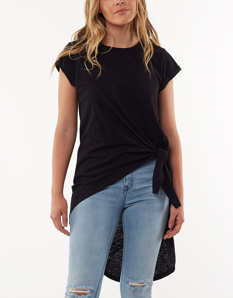 MOSCOW TAIL TEE - BLACK