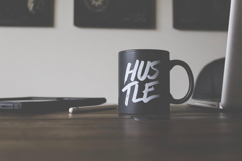 Mug that says hustle
