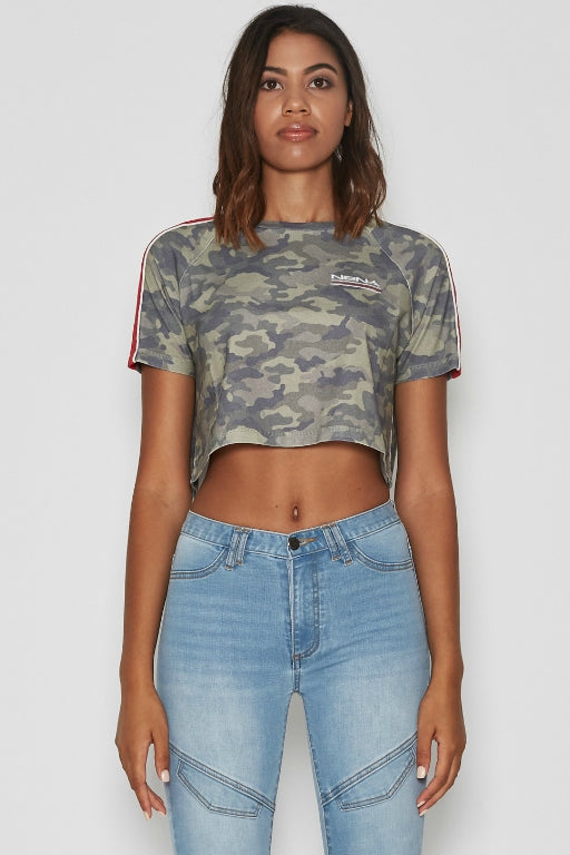 NENA AND PASADENA Energy Raglan Cropped T-Shirt Air Camo 34144