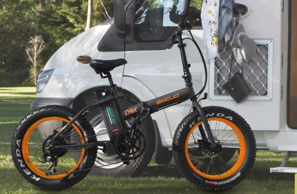 Emojo Lynx 500W 36V Fat Tire Folding eBike Lifestyle