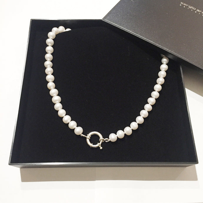 Choker white cultivated pearls