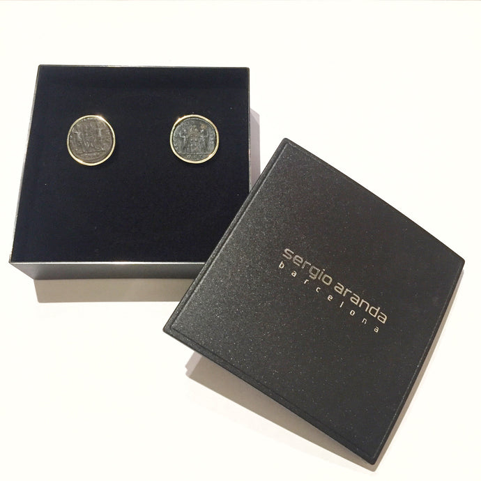 Earrings in 18kt gold with Roman coins