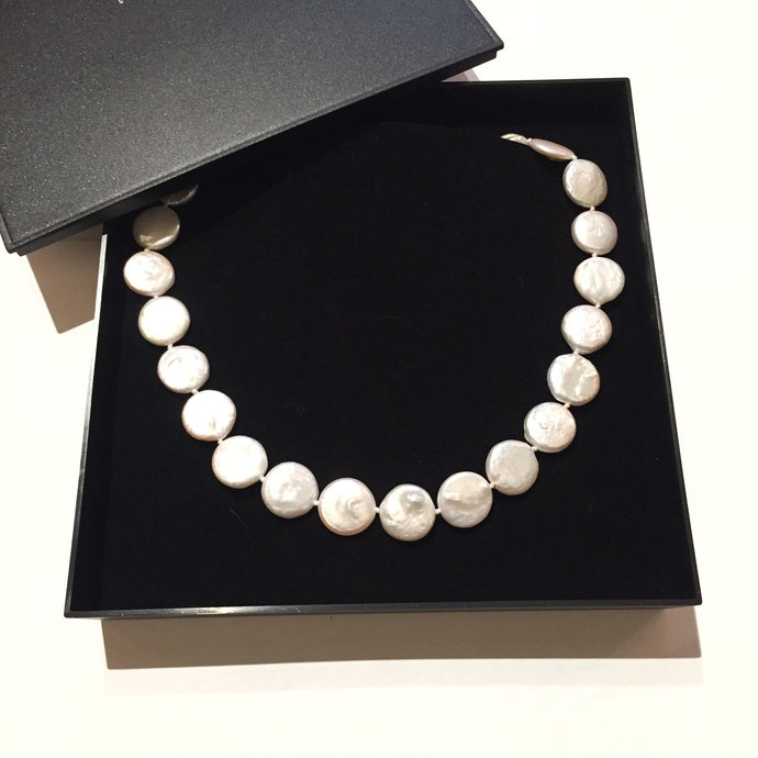 Cultivated pearl choker (coin shape)